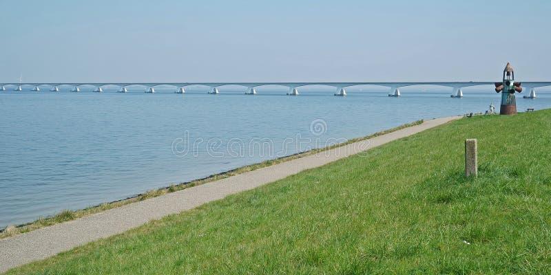 Une partie du pont de Zélande au-dessus de l'Oosterschelde près de Colijnsplaat images libres de droits