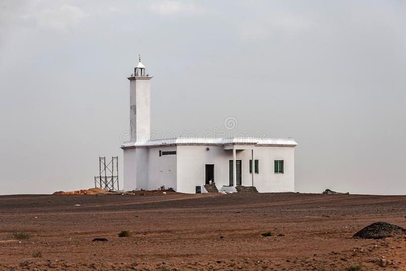 Une petite mosquée dans le désert sur la route entre Afif et Mahd Al Thahab, Arabie Saoudite image libre de droits