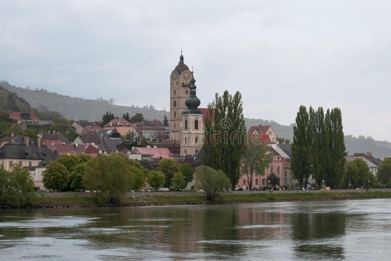 une petite ville près de Krems sur le Danube photos libres de droits