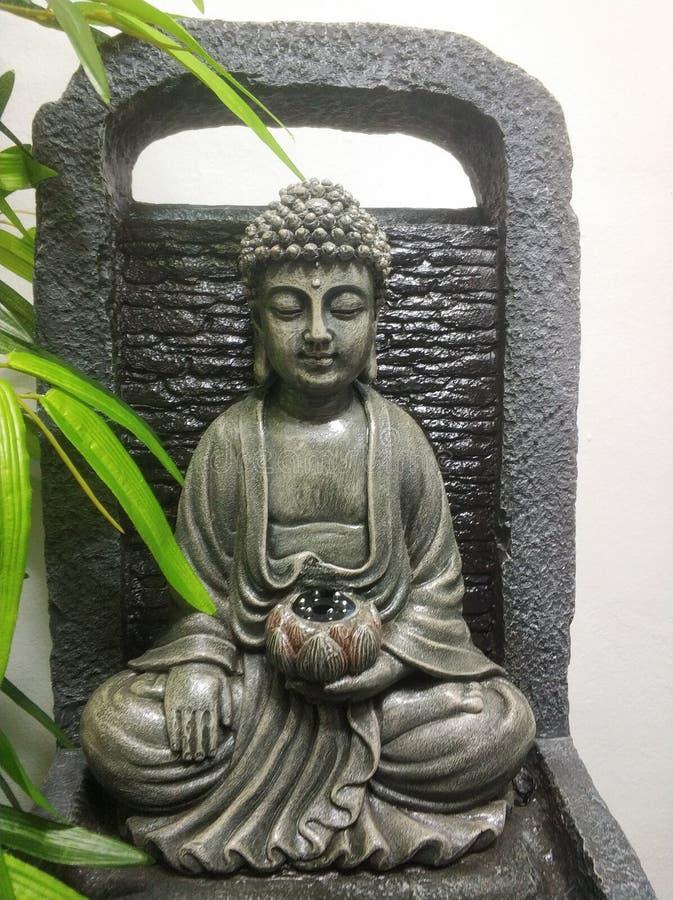 Une photo d'une statue de bouddha photographie stock libre de droits