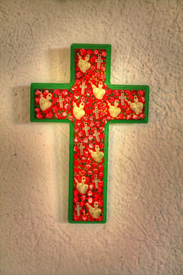 Une croix faite main fleurie images libres de droits