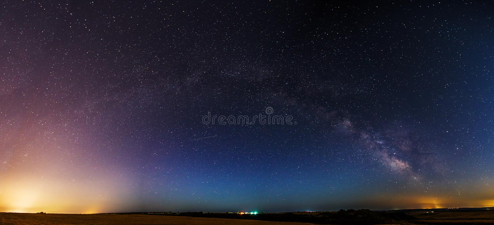 Une photo de la galaxie milkyway Traité en empilant le multiple photo stock