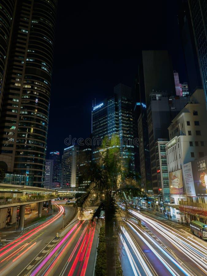 Une photo prise avec une vitesse de volet lente illustre le trafic occupé sur la route de Connaught photo libre de droits