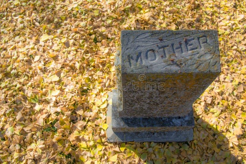 Une pierre tombale du ` s de mère en Caroline du Nord occidentale photographie stock libre de droits