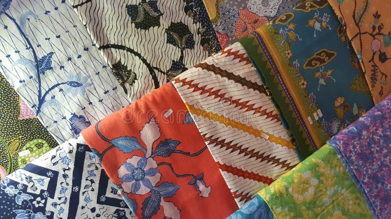 Une pile de batiks de Java photographie stock
