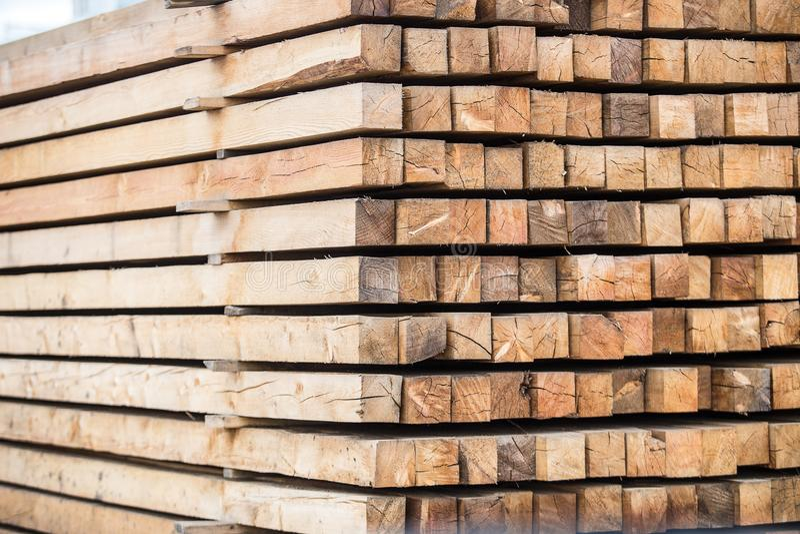 Une pile de bois traité closeup image stock