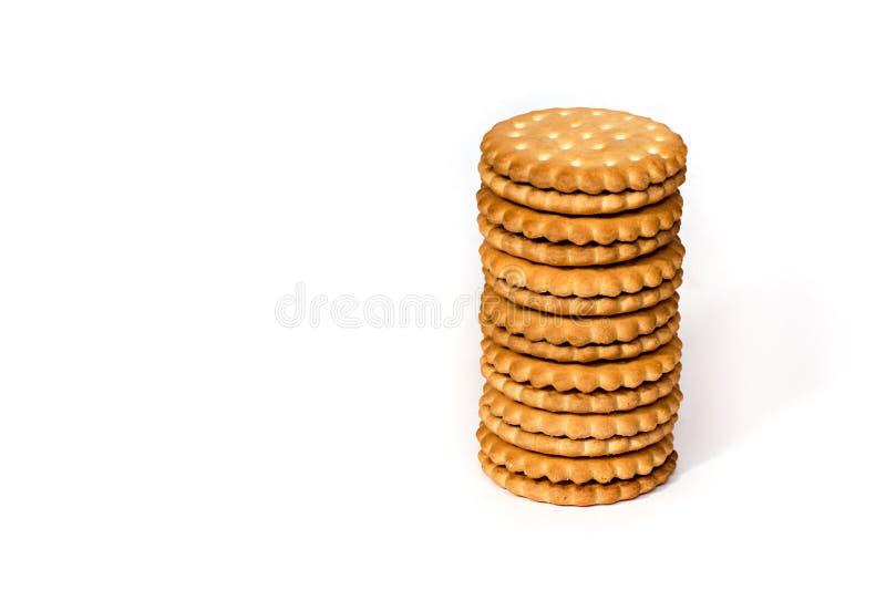 Une pile de crème de sandwich à souffle de biscuits de cicle d'isolement sur le blanc photographie stock