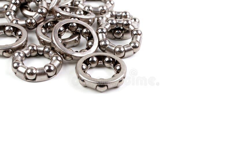 Une pile des beaucoup hub - roulez l'anneau roulement à billes photo stock