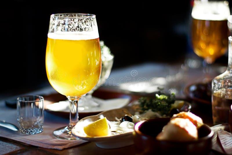Une pinte de bière images stock