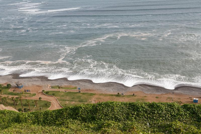 Une plage juste outre de Lima, Pérou image stock