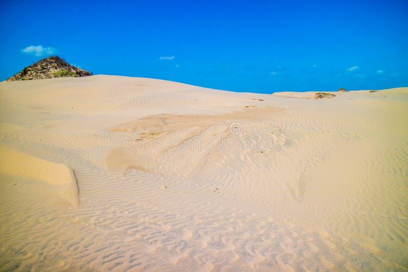 Une plage sablonneuse fine très molle en île du sud d'aumônier, le Texas photos stock