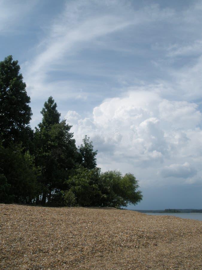 Une plage sur le lac Ouachita photographie stock