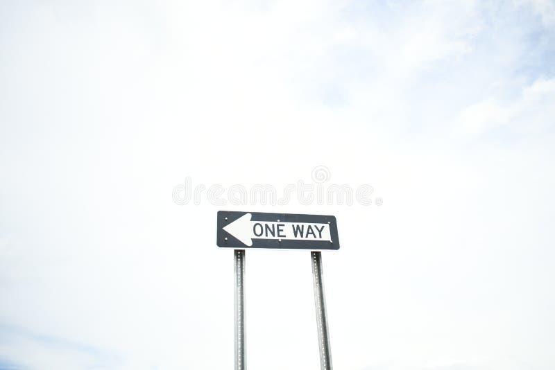 une plaque de rue de manière montre le chemin images libres de droits