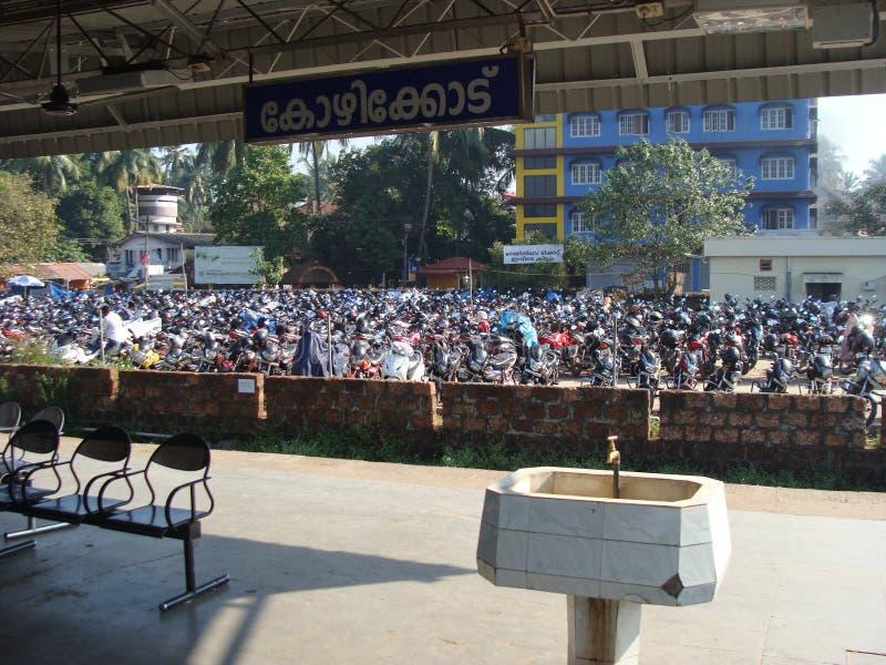 Une plate-forme ferroviaire indienne image libre de droits