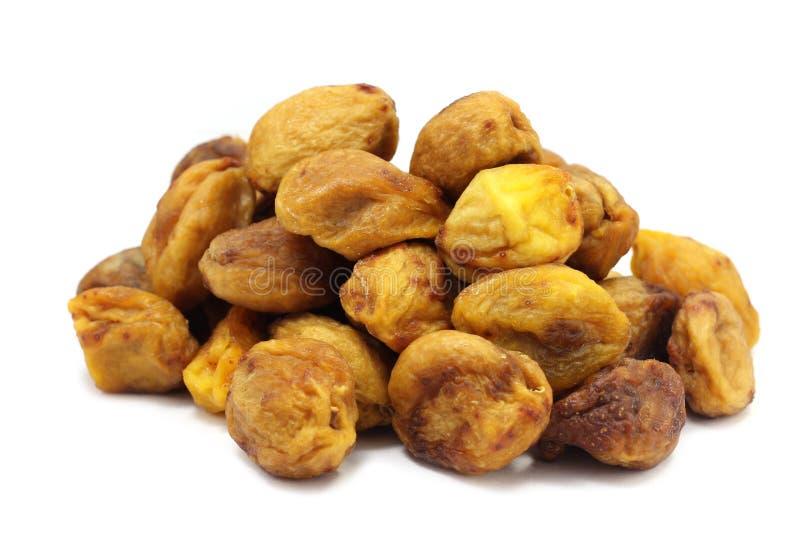 Une poignée d'abricots secs photo libre de droits