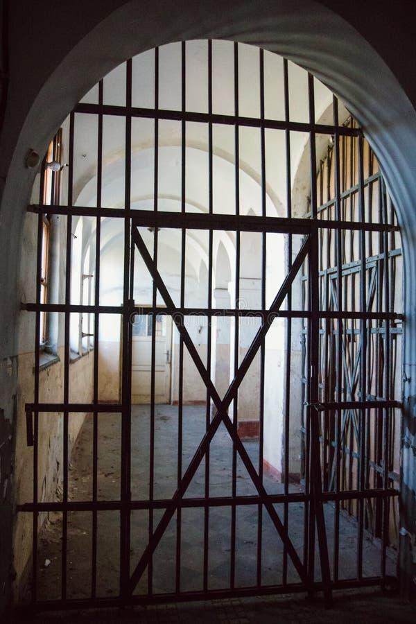 Une prison communiste commémorant les atrocités et les pratiques communistes de la torture et imposant la confession photographie stock