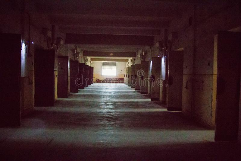 Une prison communiste commémorant les atrocités et les pratiques communistes de la torture et imposant la confession image libre de droits