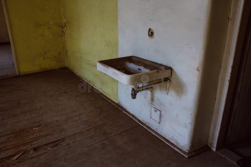 Une prison communiste commémorant les atrocités et les pratiques communistes de la torture et imposant la confession photos stock