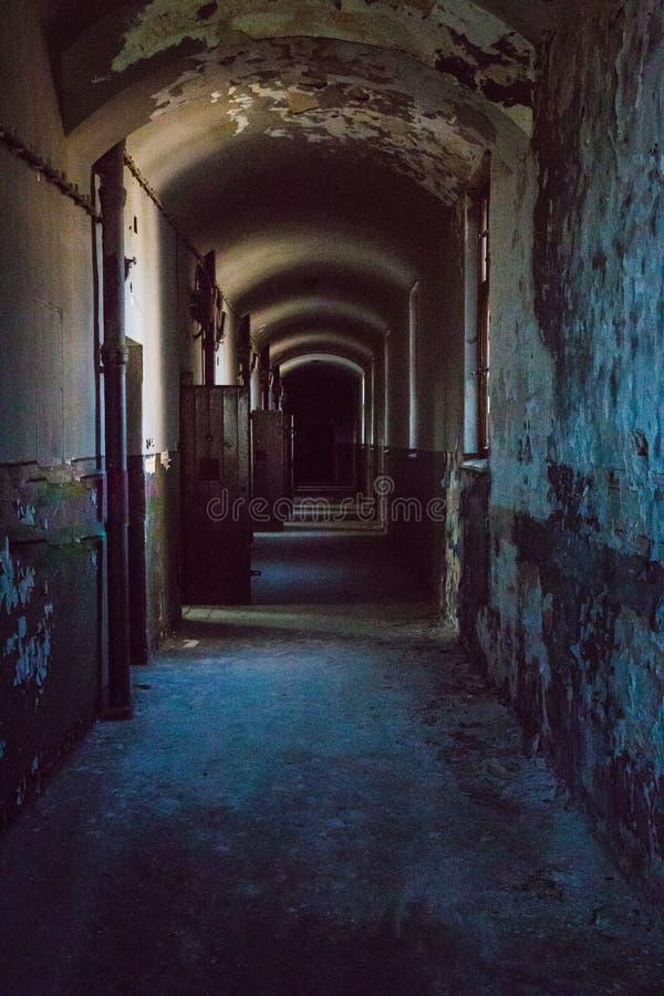 Une prison communiste commémorant les atrocités et les pratiques communistes de la torture et imposant la confession photo libre de droits