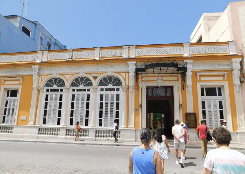 une promenade chaude au Cuba images libres de droits