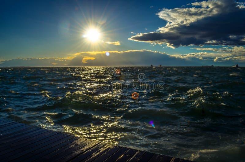 Une promenade sur bord de la mer du ` s de Salonique le nouveau photographie stock libre de droits