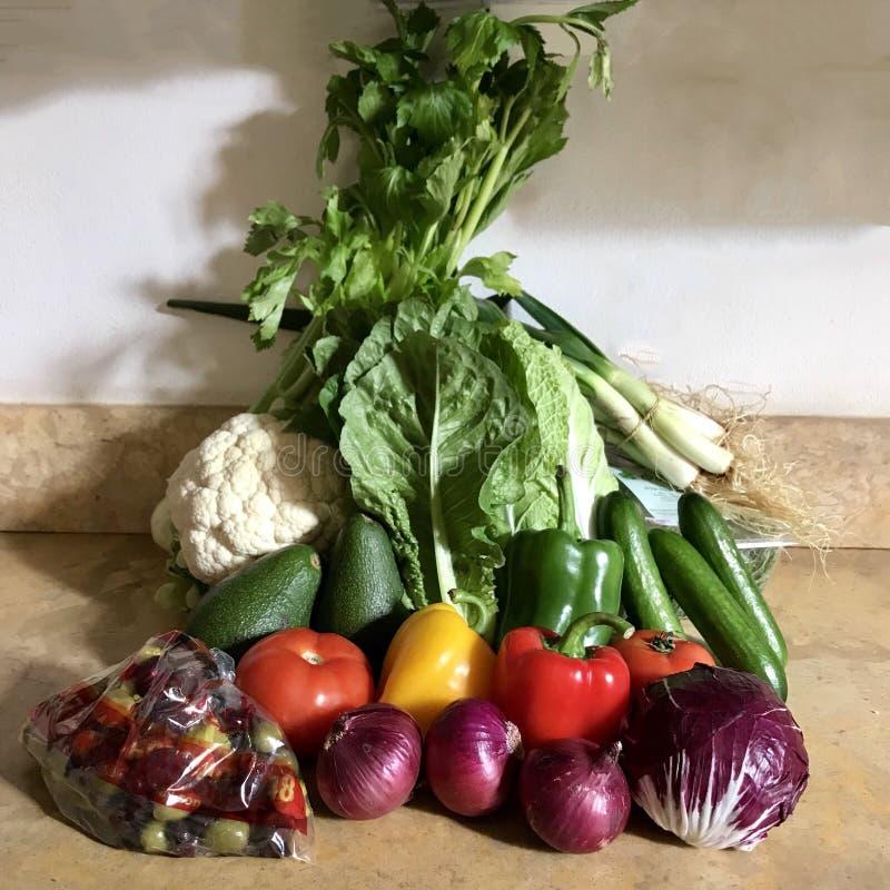 Une rangée de légumes organiques photographie stock libre de droits
