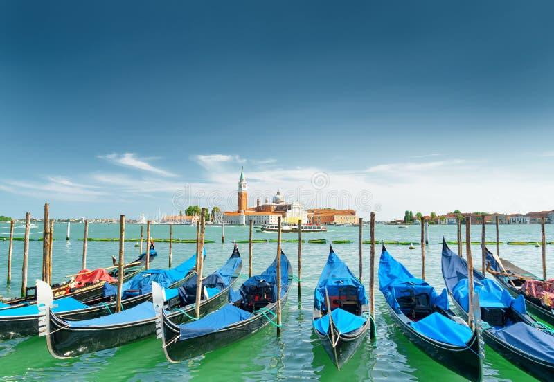 Une rangée des gondoles garées près du degli Schiavoni, Venise de Riva image libre de droits