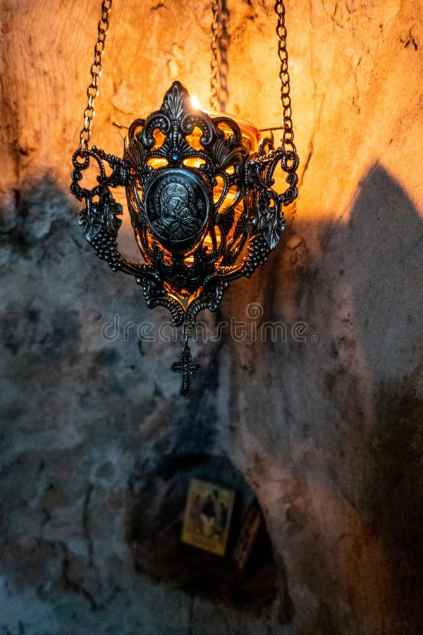Une relique dans le monastère Serbe-orthodoxe de caverne de Dajbabe, près de Podgorica, Monténégro images libres de droits