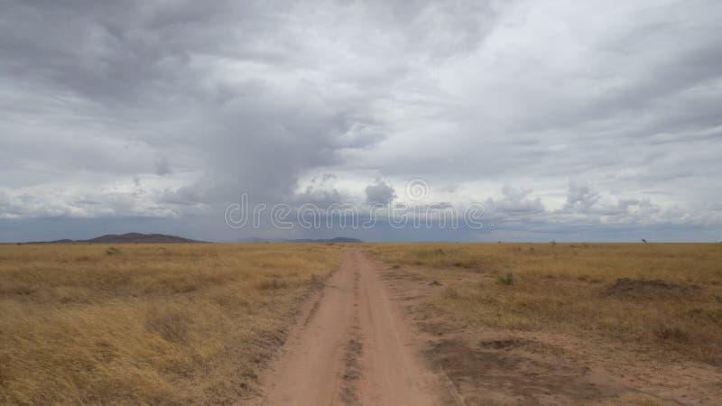 Une route à l'infini photo stock