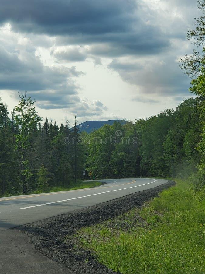 Une route moins s'est d?plac?e photo libre de droits