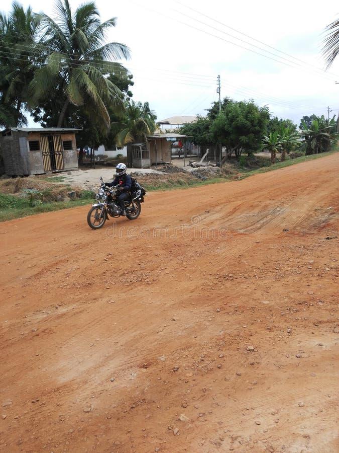 Download Une Route Naturelle De Secteur Devant Ma Maison Photo éditorial - Image du afrique, route: 76089406