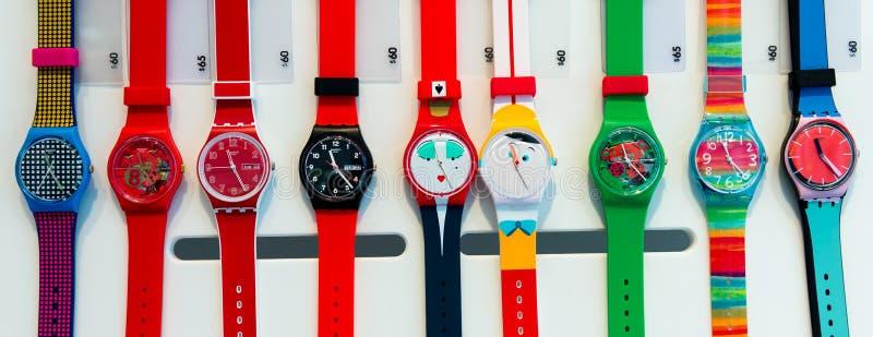 Une sélection des montres d'échantillon à un magasin d'échantillon image libre de droits