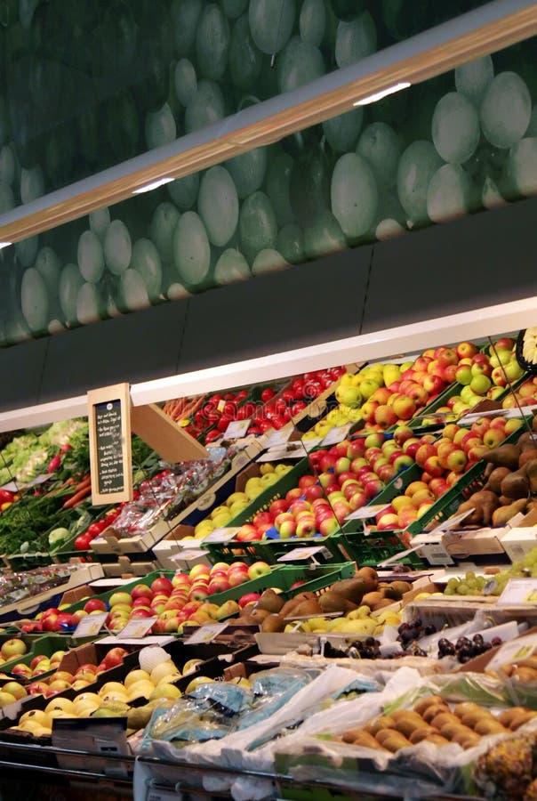 Une série de légumes à une épicerie image libre de droits
