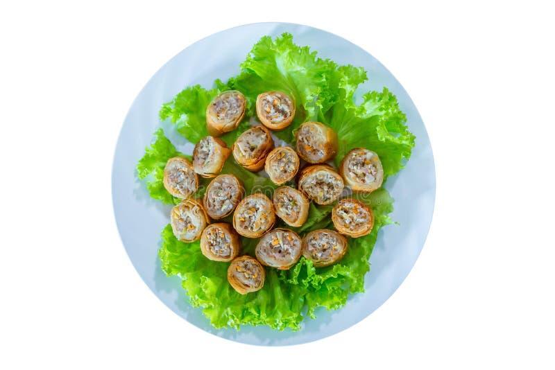Une salade vietnamienne craquante servie dans une couleur bleu clair photos stock