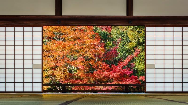 Une salle avec une position japonaise de jardin photos libres de droits