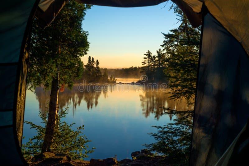 Une salle avec une vue, lac en croissant photos stock