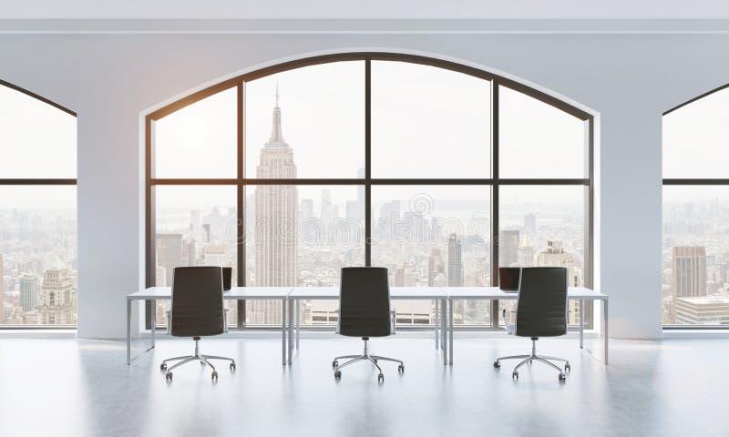 Une salle de conférence dans un bureau panoramique moderne avec la vue de New York Table blanche et chaises noires rendu 3d illustration stock