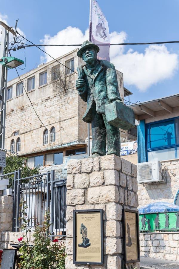 Une sculpture a appelé le juif errant exécuté par le sculpteur Nicky Imber se tenant dans le quart d'artistes image libre de droits