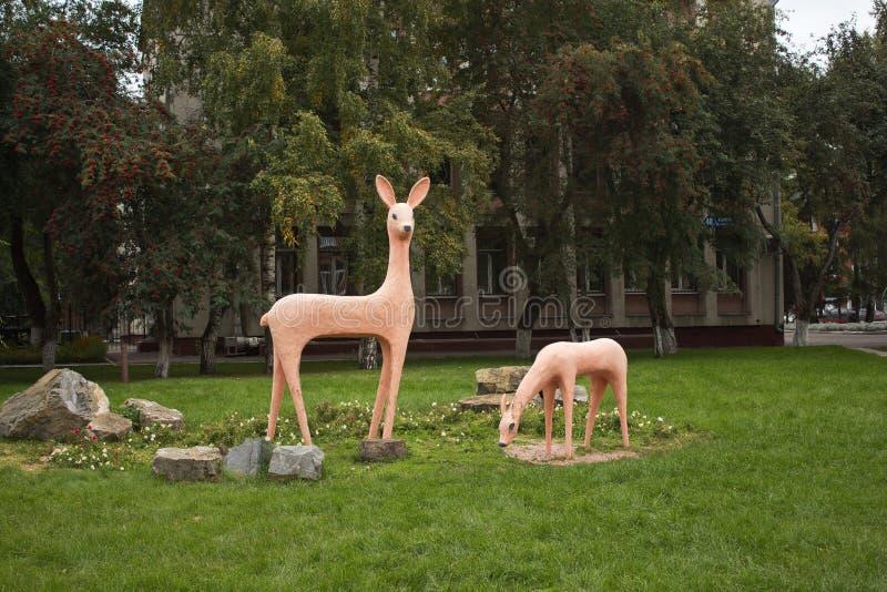 Une sculpture d'un cerf commun photos stock