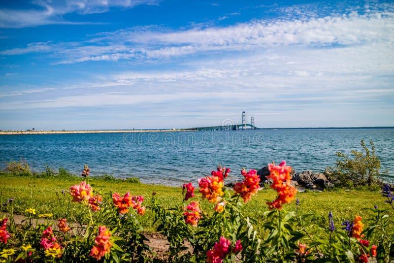 Une silhouette de pont de Mackinac dans Mackinac, Michigan photographie stock