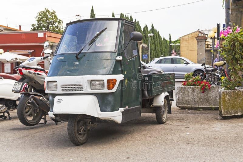 Une singe automatique italienne 50 de Piaggio de scooter a catalysé images libres de droits
