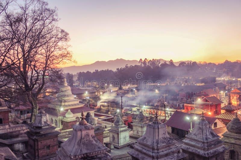 Une soirée chez Pashupatinath images libres de droits