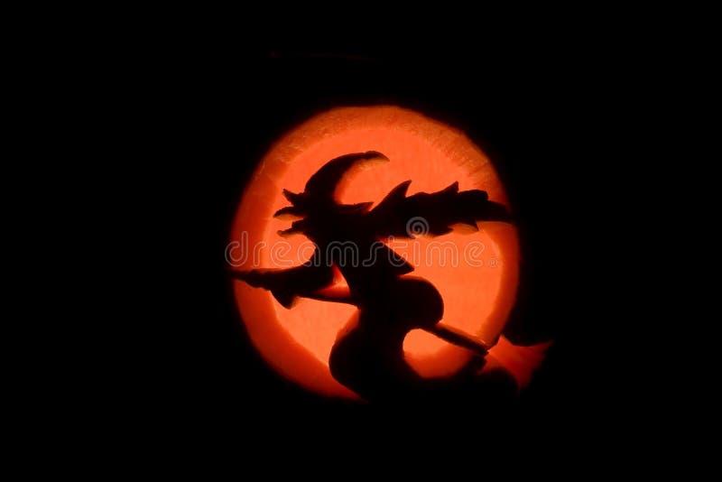 Une sorcière et la lune photo libre de droits