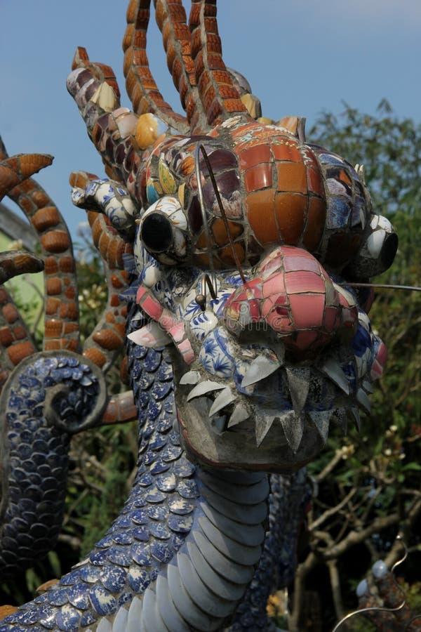 Une statue de dragon à un temple chinois photos libres de droits
