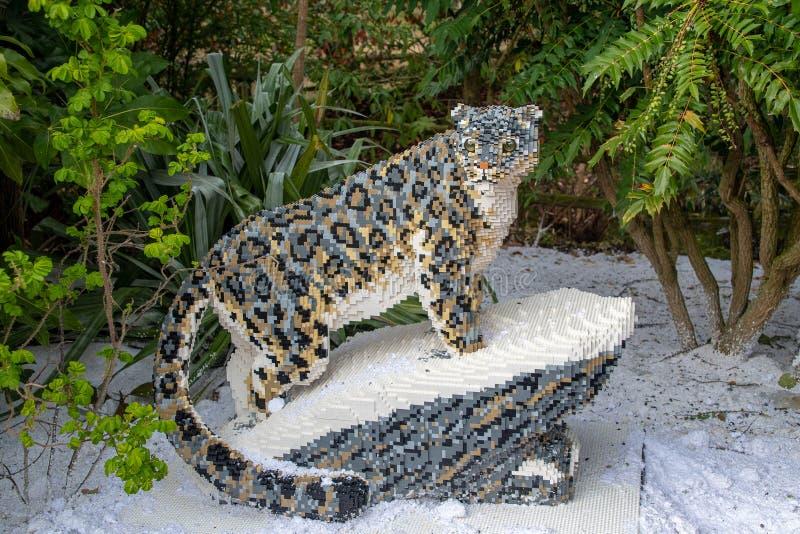 Une statue de Snow Leopard faite à partir des briques de Lego image libre de droits