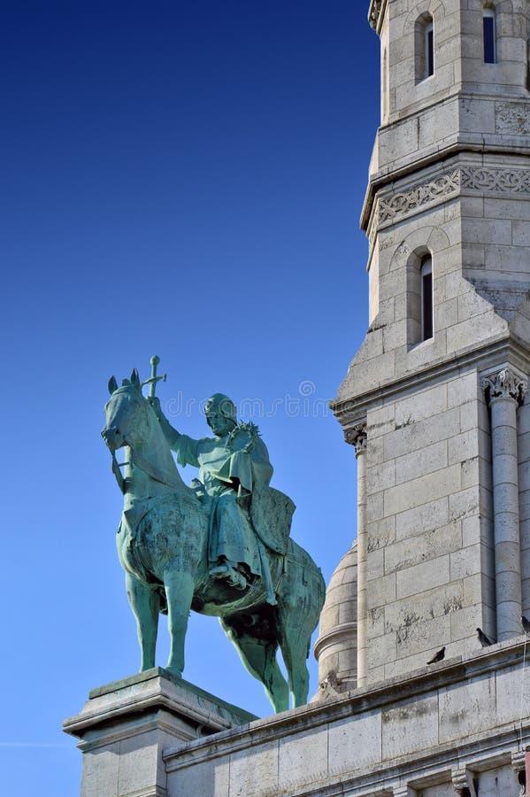Une statue devant la basilique du coeur sacré images libres de droits