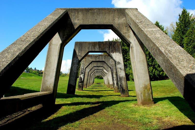 Une structure en béton en gaz fonctionne le parc images libres de droits