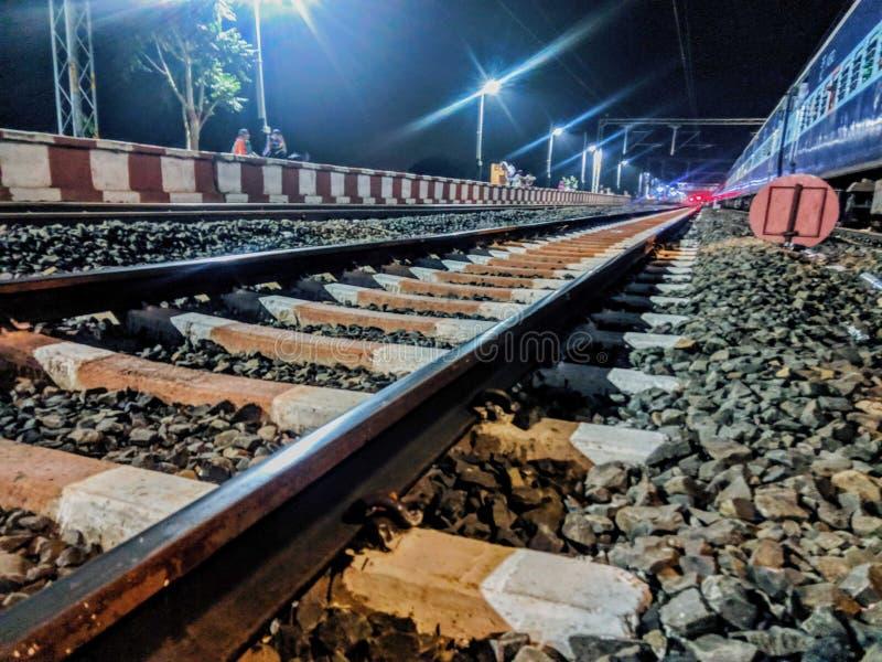 Une symétrie étonnante des voies de chemin de fer photos stock