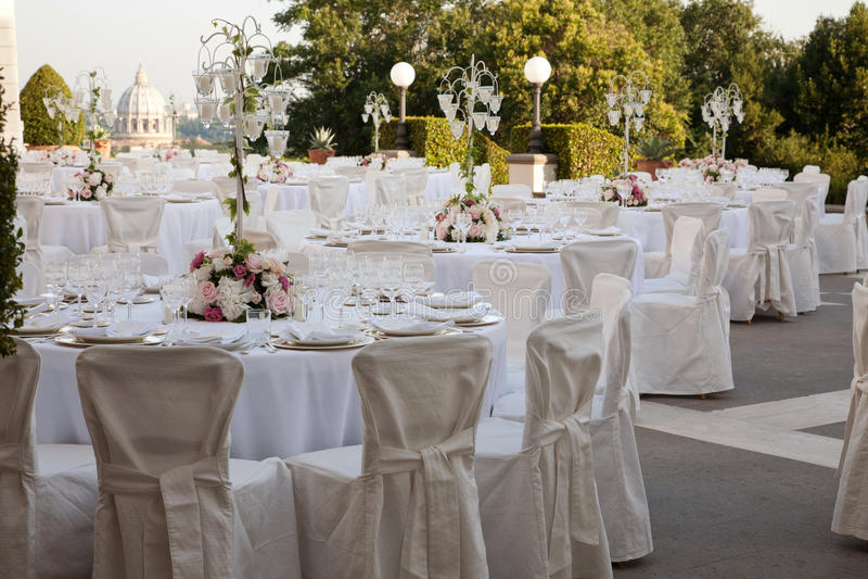 Une table mise pour épouser image libre de droits