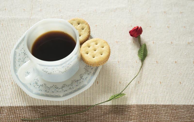 Une tasse de café et de biscuits images stock